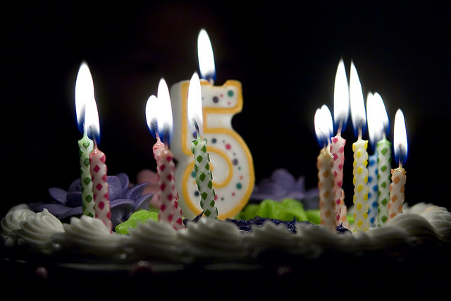 Birthday cake with a 5-shaped candle